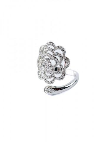 Silver ring in flower...