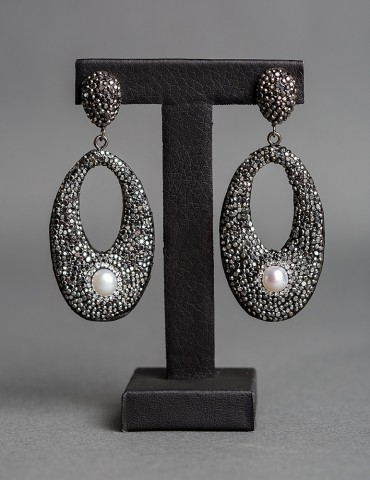 Οval black drop earrings...