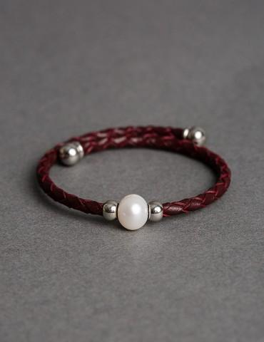 Βrown cuff bracelet with pearl