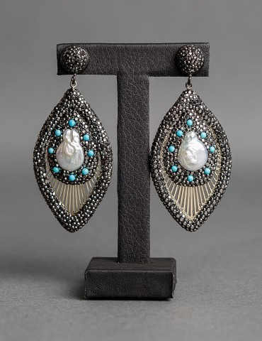 Drop earrings with natural pearls and turquoise