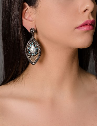 Drop earrings with natural...