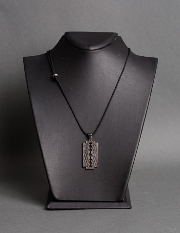Razor black necklace