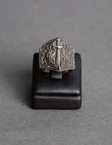 Silver ring with knife