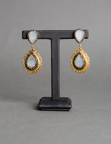 Gold drop earrings with fildisi